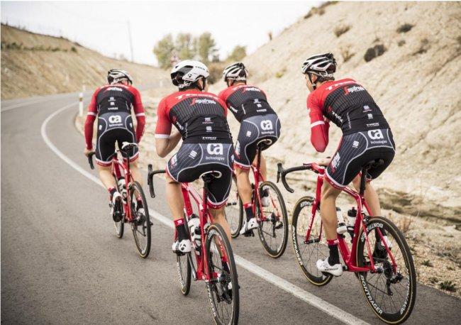 Trek-Segafredo race team (002)
